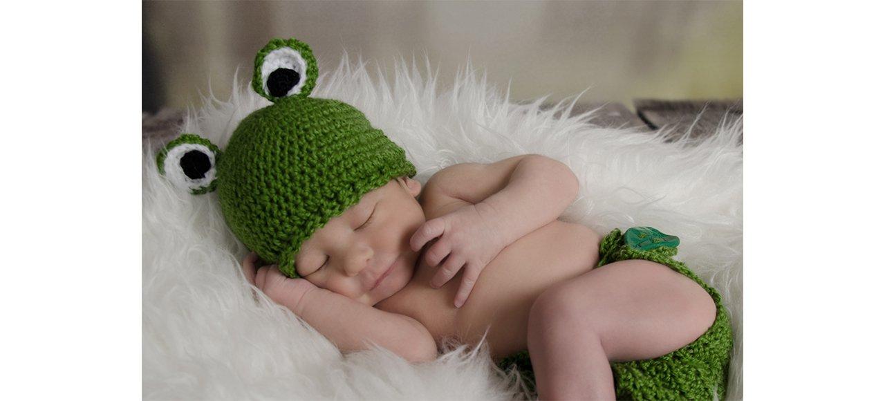 newborn als Frosch, Froschkostüm